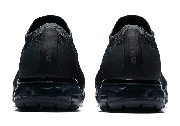 nike-vapormax-triple-black-849557-006-6